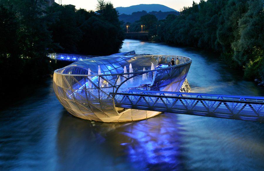 Futuristic+Artificial+Island+in+River+Mur+%28Murinsel%29+Designed+by+Vito+Acconci%2C+Graz%2C+Styria+%28Austria%29