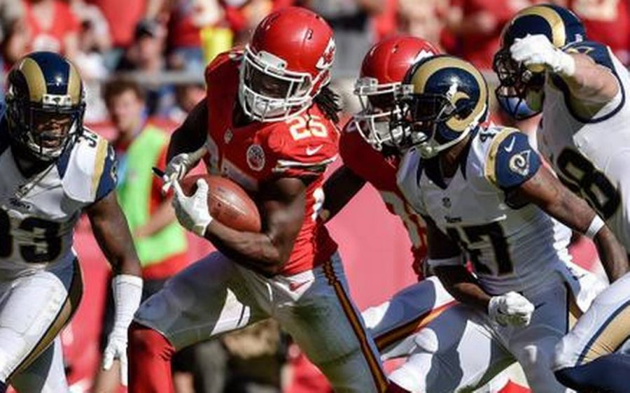 Chief+Jamaal+Charles+charges+down+the+field+in+the+last+meeting+between+the+Rams+and+Chiefs%2C+2014.